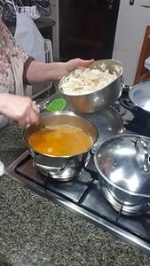 Preparando o pirão